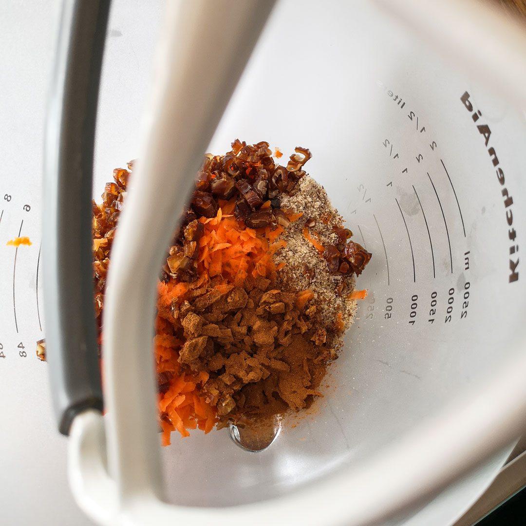 zutataen verrühren Karotten-Energiebaelle